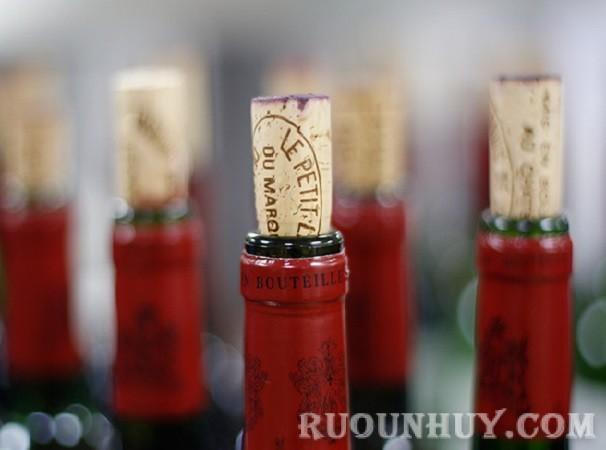 Đừng quên kiểm tra nút chai khi chọn rượu vang đỏ ngon