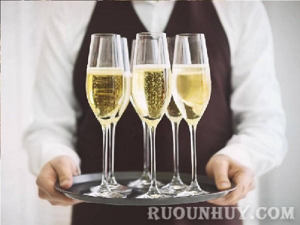 Vang sủi Espumante loại rượu vang sủi bọt của người Bồ Đào Nha