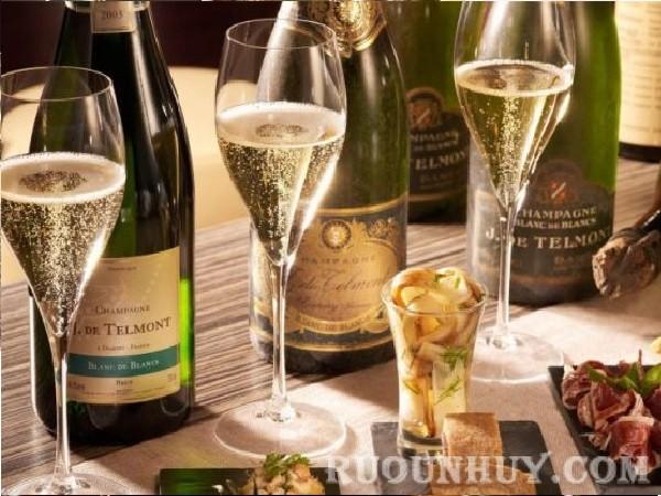 Rượu vang Pháp – Champagne loại rượu vang sủi bọt đắt đỏ nối tiếng của Pháp