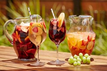 Mách bạn cách làm rượu trái cây tổng hợp tại nhà