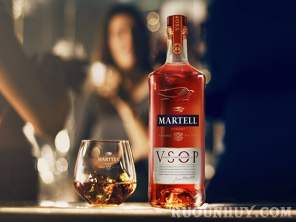 Phân biệt rượu Martell thật giả nhờ vào mức nước trong chai